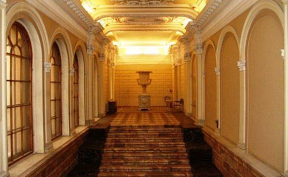 Суд и Рособрнадзор приостановили работу Европейского университета