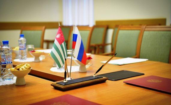 РФ и Абхазия подписали соглашение о признании дипломов