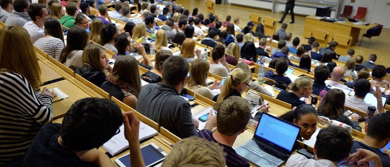 Доказано - делать записи на лекциях лучше от руки