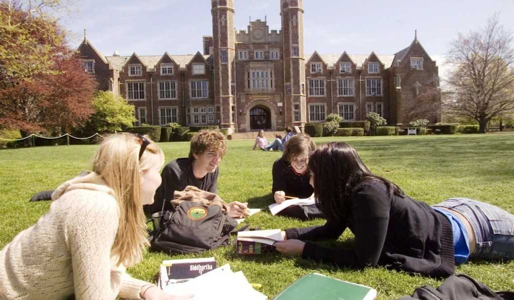 Россотрудничество возвращает студентов из «недружественных стран»