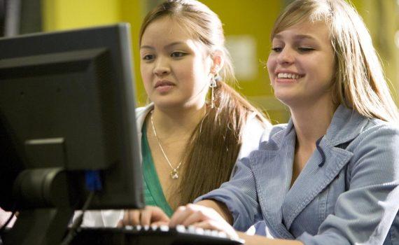 ЕГЭ по информатике будут сдавать на компьютере