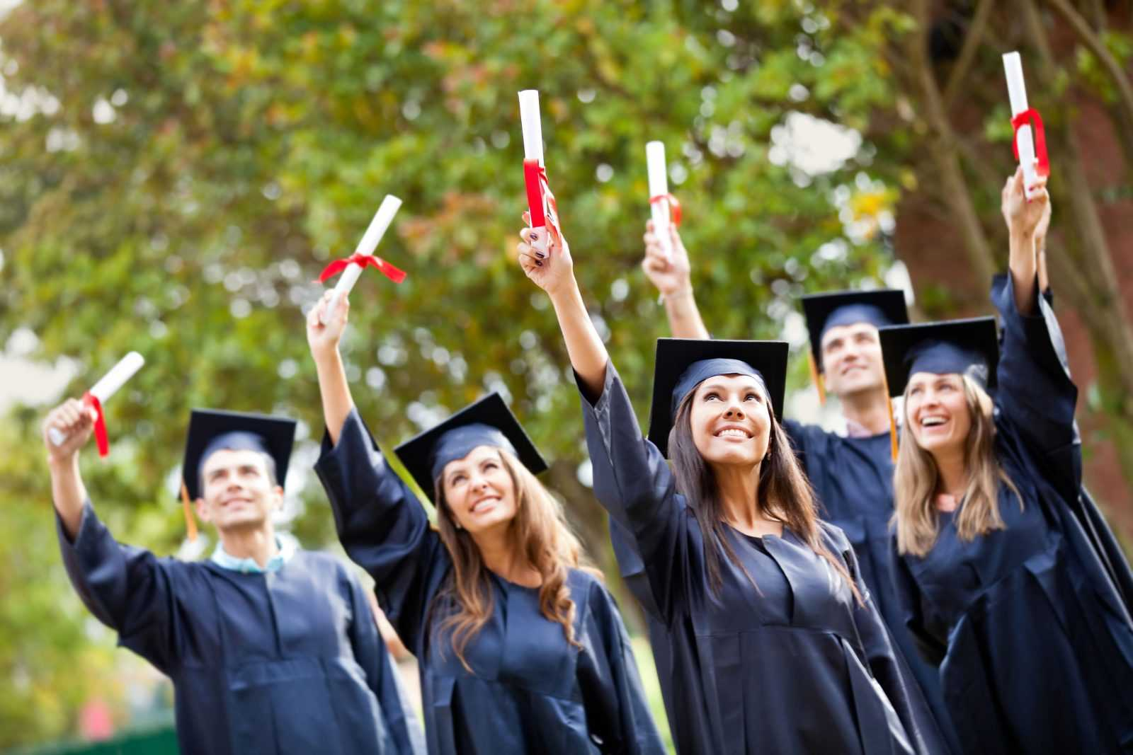 Распределять выпускников предложили парламентарии