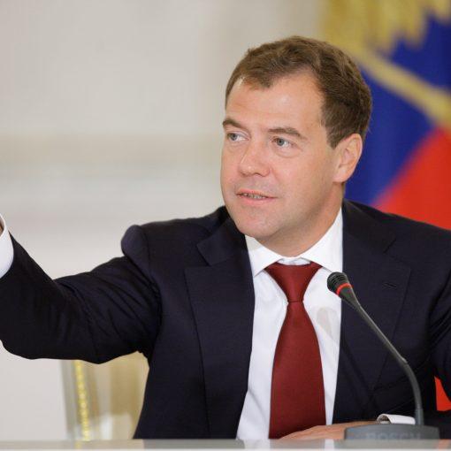 Медведев: в российские ВУЗы возможно будет поступить онлайн