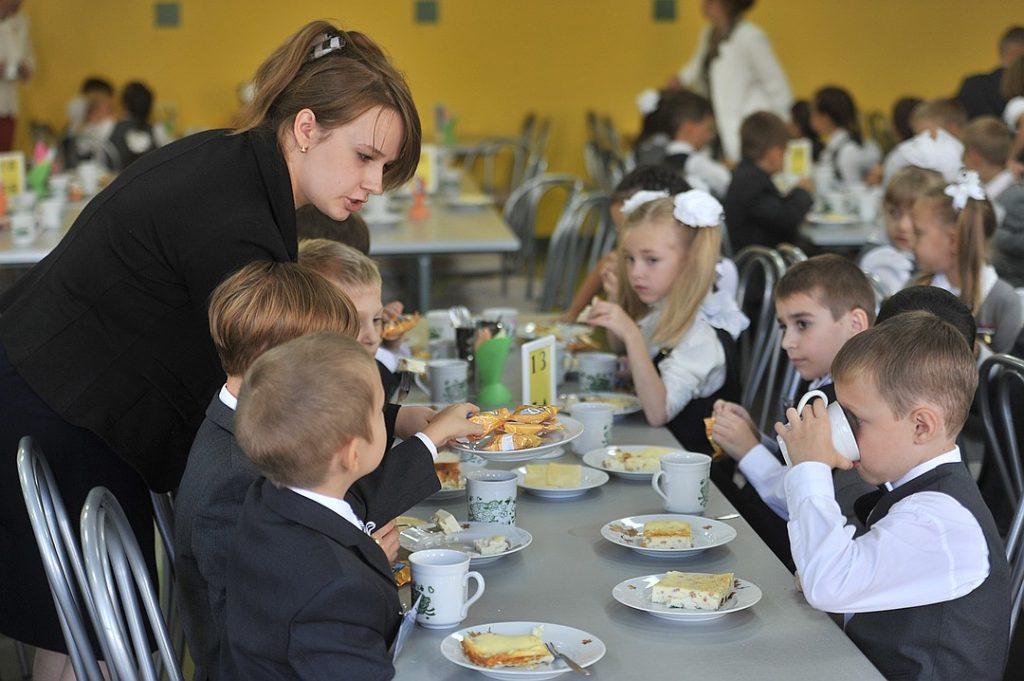 Законопроект о бесплатном горячем питании поддержала Дума