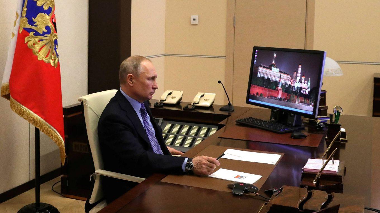 Путин считает разговоры о переходе школ на дистанционное обучение несерьезными