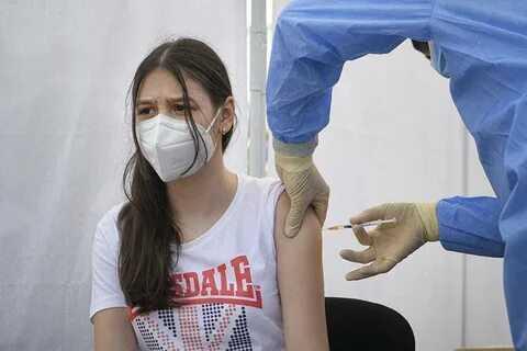 Россияне не хотят вакцинировать детей от COVID-19